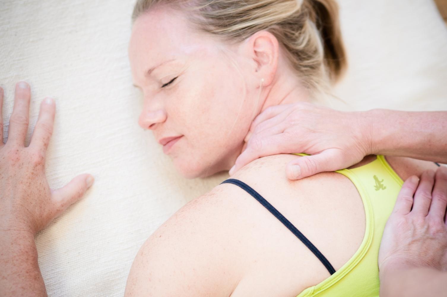 ai yoga massage nacken- und rückenmassage
