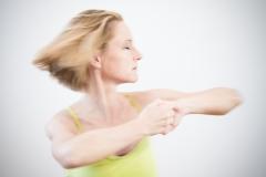 hormon yoga fliegende haare dynamisch 2