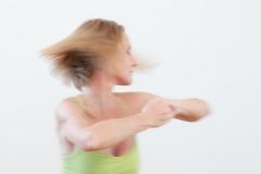 hormon yoga fliegende haare dynamisch 3